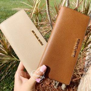 Michael kors large bifold wallet